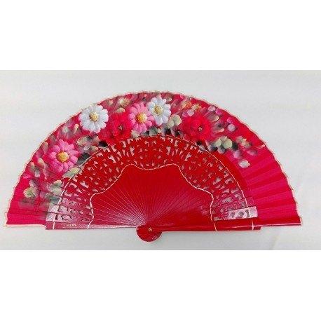 Abanico rojo con motivo florales en la tela con varillaje calado.