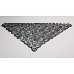 Pollita bordada a máquina en rayon de diseño triangular.