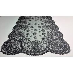 Media mantilla en tul negro y muy bordada a mano