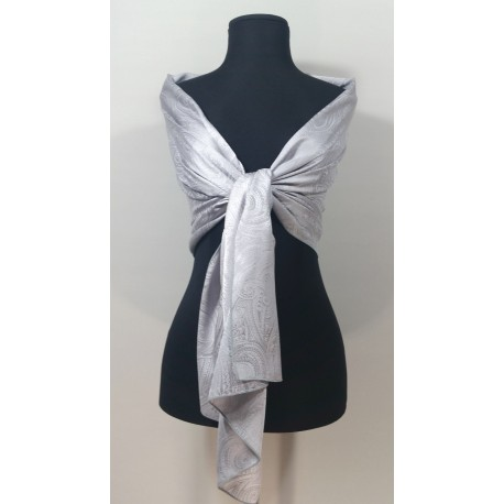 Estola lisa fabricada en seda.