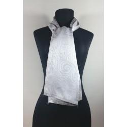 Bufanda lisa  fabricada en seda.